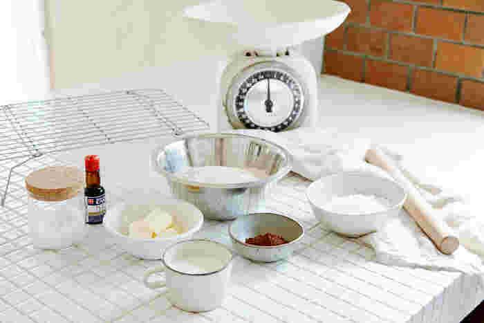 材料:全粒粉200g、白砂糖80g、無塩バター80g、バニラエッセンス2~3滴、牛乳少々 ※ココア味はココアパウダーを10~20g