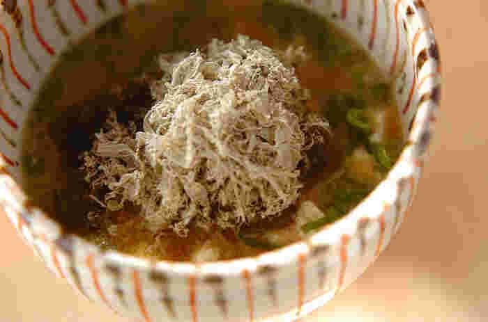 重ね煮の野菜にはうま味がギュッと凝縮されているので、出汁はいらないくらいです! お味噌をとくだけでシンプルに仕上がります。