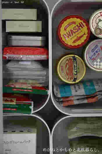 缶詰やパスタなどの食品の保管にも重宝します。深さがあるから容量もたっぷり。