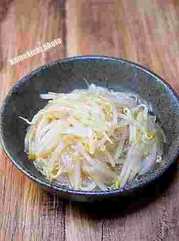 水溶き片栗粉でとろみを付けたもやし炒めです。おろし生姜を入れるので香りが良く、体が温まりますよ。箸休めやおつまみにぴったり。