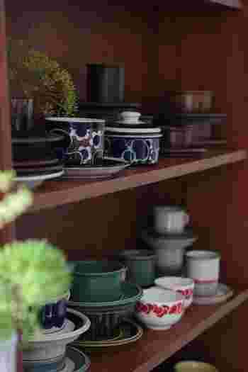 ■ARABIA社のヴィンテージ食器 これだけの種類を集めているお店は少ないので、ぜひじっくりとご覧あれ。 模様違いでセレクトし、その絵付けの異なる器をインテリアとして楽しむのもあり。