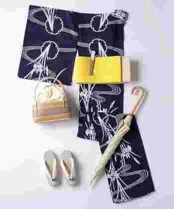 お祭りや花火大会など、夏の特別なイベントに欠かせない「浴衣」。そんな日本独自のスタイルを楽しむことができるのも、夏ならではの魅力です。こちらは落ち着いた紺色地に、美しい菖蒲が描かれた綿絽の浴衣です。シックで大人っぽい雰囲気がとても素敵ですね。日傘やかごバッグを合わせて、粋で洗練された夏の装いを楽しんでみませんか?