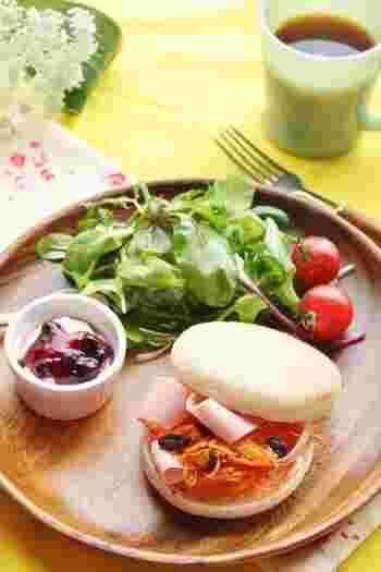 人参はピーラーで、魚肉ソーセージはスライサーで薄切りにするから食べやすい&包丁もいりません!レシピは大人の味付けなので、子ども用にアレンジしてみるのも良さそう。