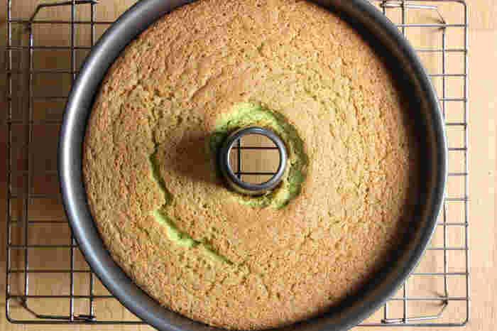 高さがあってふわふわのシフォンケーキは、幅広い年齢の方に人気のケーキです。コツさえ押さえれば意外と簡単というのもいいですね。覚えておくと、おもてなしなどにも活躍しそうですね。