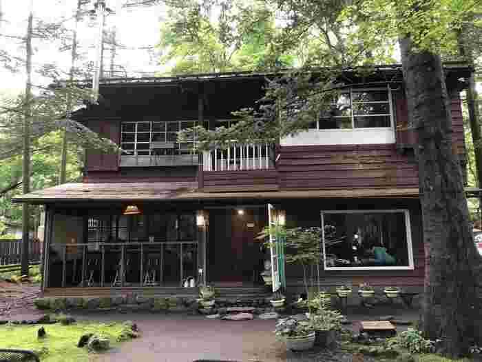 明治期の別荘をリノベーションしたカフェ。歴史的に貴重な建物として、登録有形文化財に登録されています。