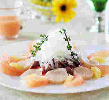 旬の素材と爽やかな柑橘類をメインに、にんじんのマリネを合わせます。塩麹のうまみとまろやかさもアクセント。テーブルに、すがすがしい春の風が感じられそう♪