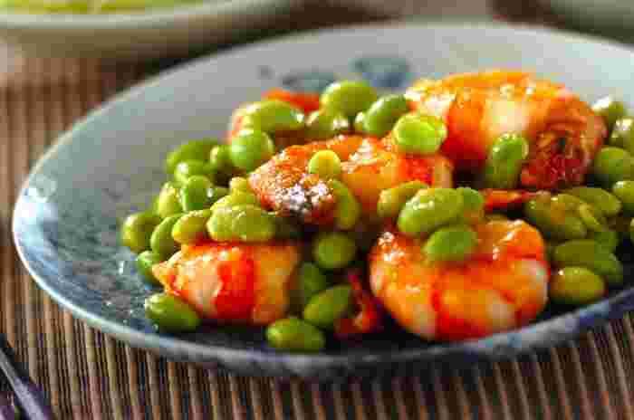 鶏むね肉と同じくらいのタンパク質を含むと言われる、栄養価の高いエビですが、低カロリーなのも嬉しいポイント。見た目も彩り鮮やかで食欲がアップしますね。食感を楽しみながら、おいしく頂けるおすすめの一品です。