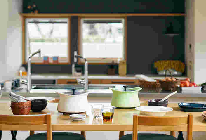 土鍋の良さを生かしつつ、足りなかった密閉性を高めた新しい土鍋、それがベストポットです。今まで土鍋では難しかった無水調理を始め、密閉性を生かした煮物や蒸し料理など、食材の美味しさを引き出した調理が可能です。
