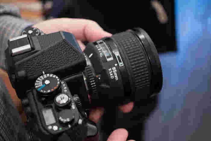 昔のカメラにはたくさんダイヤルがついてました。 このNikon Dfにも、ちゃんとダイヤルがついてるんです。