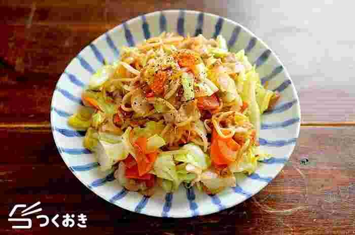 野菜たっぷり、あっさり味の塩焼きそばのレシピ。肉と野菜がバランスよく食べられるので、休日のブランチや、お弁当に入れたりしてもいいですね。