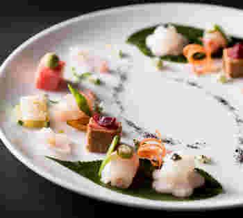 見とれてしまう程の美しいお料理を、是非、ご堪能してみてはいかがでしょうか。