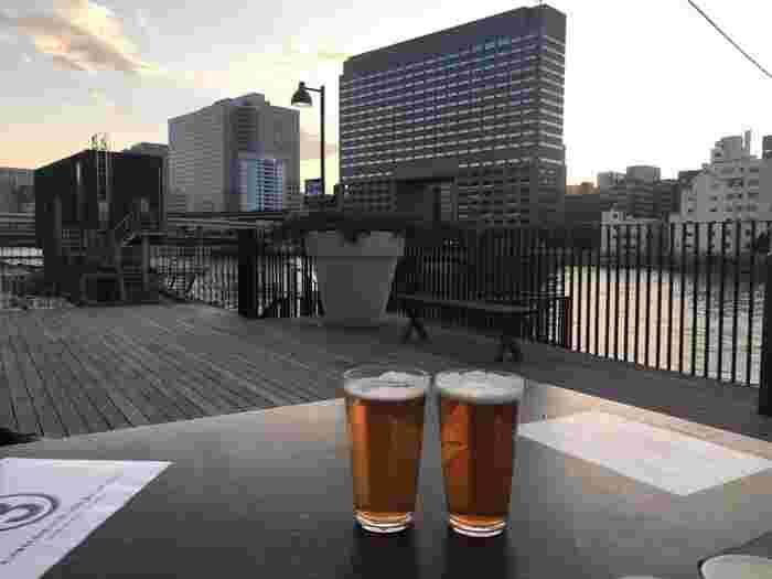 清澄白河といえば、隅田川。隅田川を眺めながらビールを一杯!なんて粋な体験ができちゃうのが、ここ「PITMANS (ピットマンズ)」です。