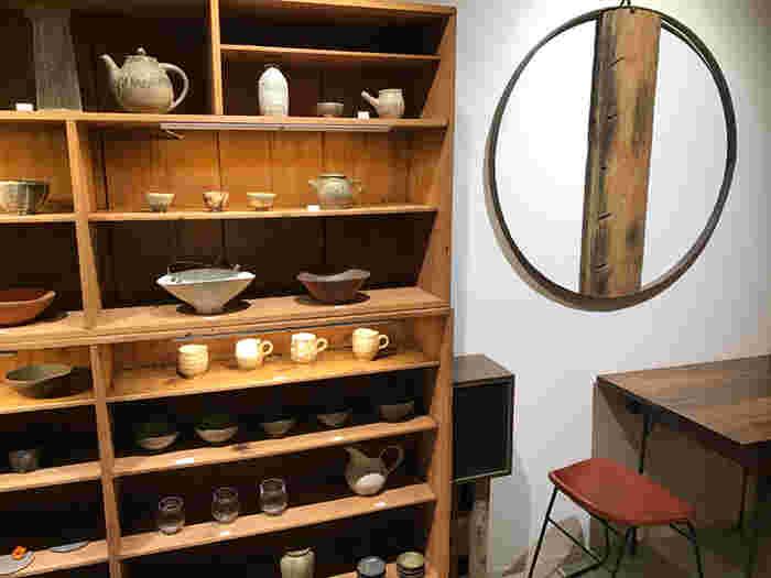 和の陶器と日本茶にこだわった『wad omotenashi cafe』。お店の名前をよく見てみると「wad(和道)」、「omotenashi(おもてなし)」と和を感じさせますね。