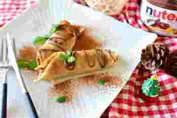 もちもち触感がくせになるクレープロール。ヌテラ(イタリア製のココア風味のヘーゼルナッツペースト)の代わりにチョコレートやシナモンシュガーを使ってもOKです。