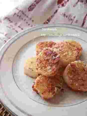 こちらも長芋にチーズを合わせた簡単おつまみレシピ。梅とパルミジャーノチーズの組み合わせが新しくて風味豊かな味わいです。