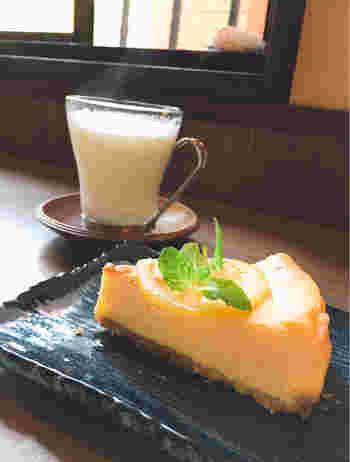 甘いものが食べたくなったら、自家製ベイクドチーズケーキはいかがですか?ふわっと軽いチーズケーキの食感に、柑橘系の爽やかさがあとを引くおいしさです。