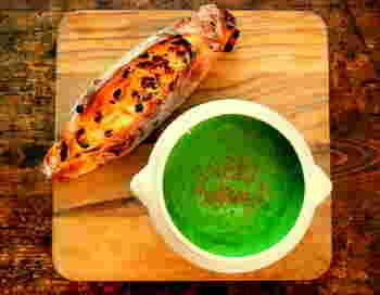 鮮やかな緑色がキレイなニラのポタージュスープ。ニラが2束分入り、栄養成分がギュッと濃縮されたスタミナスープです。