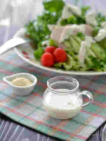 チーズが入る分、ノンオイルに仕立ててカロリーオフ。加える牛乳の分量によって、お好みの濃度に調整できます。