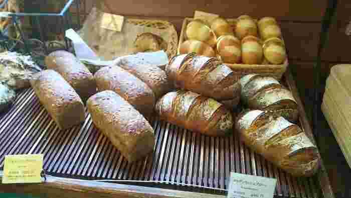 ワインやチーズと合わせていただきたくなるパンは、八ヶ岳旅行のお土産にもぴったり。翌日になっても皮のパリパリ感と中身のしっとり感がそのまま堪能できますよ。