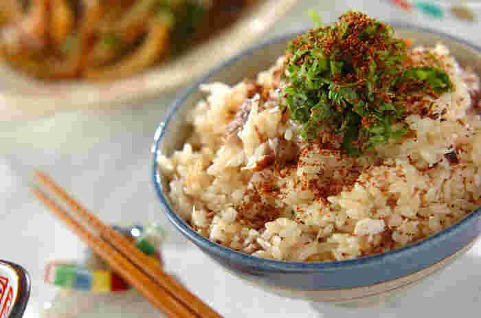 下味をつけて焼いたブリをご飯に混ぜ込んだ栄養満点のレシピです。多めに作っておいて小分けに冷凍しておけば、忙しい朝やお弁当にもGOOD!おにぎりにしても良いですね。