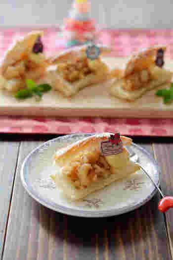 リンゴをたっぷりと使った簡単に作れるアップルサンドパイ。冷凍パイシートを使うから、お手軽に作れます。レモンの酸味が効いて、リンゴの甘さがひきたちます。