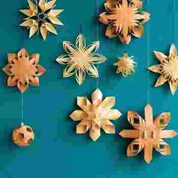 「ネーベルスロイド」とは、『シラカバの樹皮を使った工芸』を意味するスウェーデン語。  『SeeMONO』では、本来の材料であるシラカバを、初心者により扱いやすい素材であるマツとヒノキに置き換え、経木<きょうぎ>(薄くスライスした木材)で手軽にオーナメントを作れるオリジナルキットにして届けてくれます。