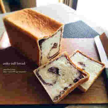 パン作りがお好きな方は、食パンの中にあんこを巻き込んだあんこ食パンもおすすめです。しっとり優しい甘さが口の中に広がります。