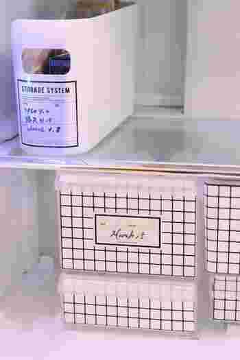 冷蔵庫の中までおしゃれさにこだわりたい!という方は、中身の見えないケース+ラベリングの組み合わせがおすすめ。大きめのラベルを使えば、買い置きの賞味期限や、作り置きの調理日を細かくメモすることもできます。