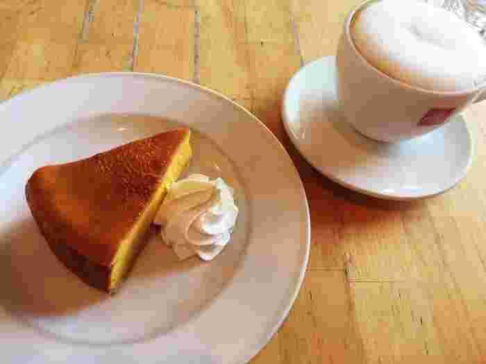 かぼちゃのチーズケーキなどのスイーツもおいしいんですよ。カフェタイムに訪れるお客さんも多く、ちょっとひと息つきたい時にもおすすめです。
