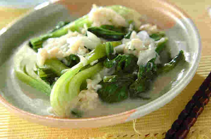 汁ごと入れるホタテ缶の味わいが美味しい豆乳スープは、チンゲン菜の茎を入れるのがポイントなのだとか。シャキッとした食感がさらに美味しさをアップします。