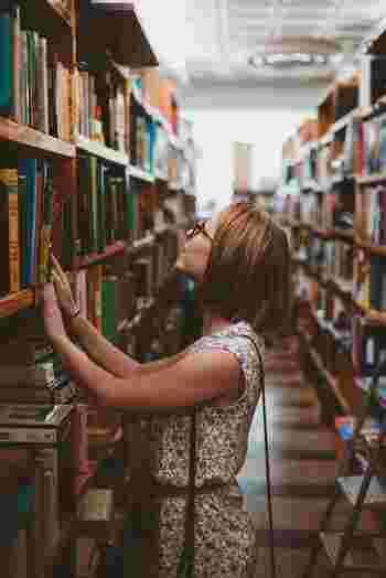 短期の語学スクールに通ってみてはいかがでしょうか?海外には、日数や週単位で選べる語学スクールも存在します。同じ目的を持ち、切磋琢磨することで、すぐにお友達になること間違いなしですね。