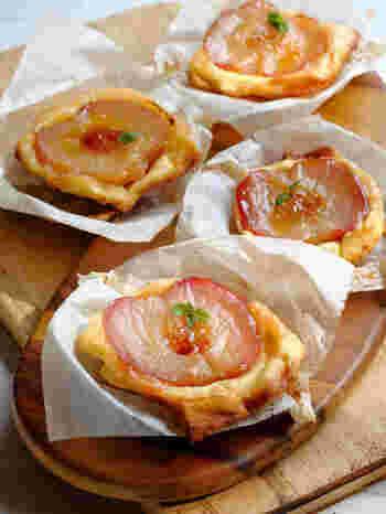 半分にカットしたりんごの形がとっても可愛い小さめサイズのタルトタタン。   焼き型を使わずにオーブンだけで焼き上げます。