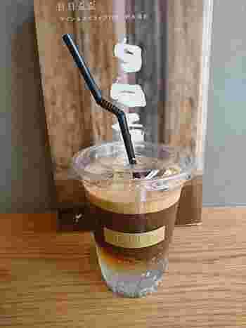 エスプレッソとトニックウォーターを合わせる「エスプレッソトニック」は、コーヒー専門店ならではの1杯。微炭酸のトニックウォーターのしゅわしゅわ感とエスプレッソの苦味が新感覚で、すっきり飲めます。 テイクアウトがメインのお店なので、散策のお供にいかがでしょうか?