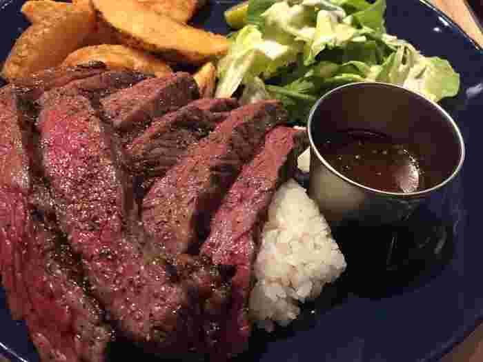 噛み応えがあり、やわらかいお肉は男性も大満足なのでデートにもいいですね!表面がカリっとしたポテトも人気で、また訪れたくなりそうです♪