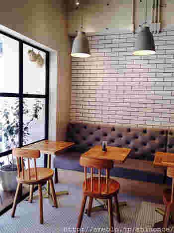 店内の内装やインテリアもオシャレですね。 パンの陳列ひとつとってもハイセンスさが感じられるネイバーズブランチ。 パンの美味しさにプラスされた価値あるカフェへぜひ足を運んでみて下さいね。