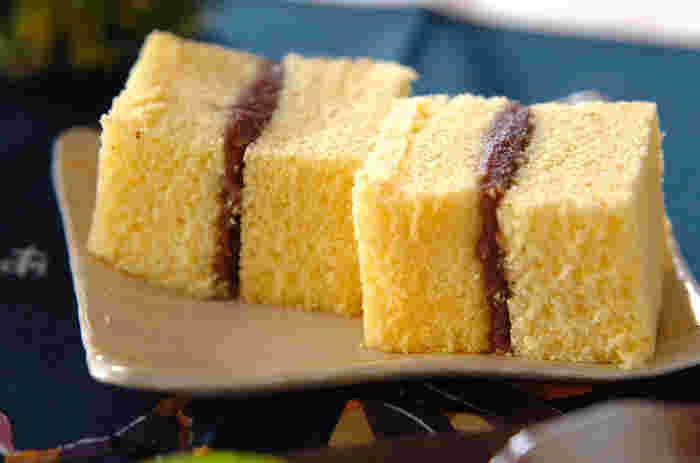 懐かしい昭和菓子シベリアをモチーフにしたスイーツ。カステラにこしあんをはさんであります。 口の中に広がる優しい甘さが魅力です。