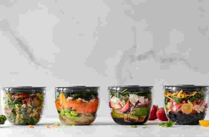 平成30年国民健康・栄養調査結果の概要によると、女性の野菜摂取量の平均は273.3gです。目安の摂取量より76.7g少ないことになります。いきなり副菜の量を増やすのは大変なので、まずは野菜の副菜を1日1品プラスすることからはじめてみるのもいいかもしれません。