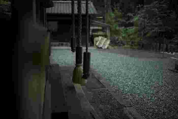阿蘇有数のパワースポットとして知られる上色見熊野座神社は、日本の国づくりを行った父神伊邪那岐命(イザナギノミコト)と母神伊邪那美命(イザナミノミコト)を祭神として祀る神社です。
