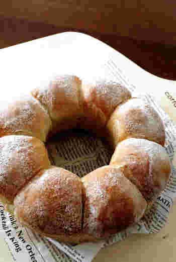 強力粉に少量のそば粉を混ぜ込んで作るパン。食べるとふわっとそばの香りが楽しめます。和惣菜をはさんだサンドイッチにぴったりです。