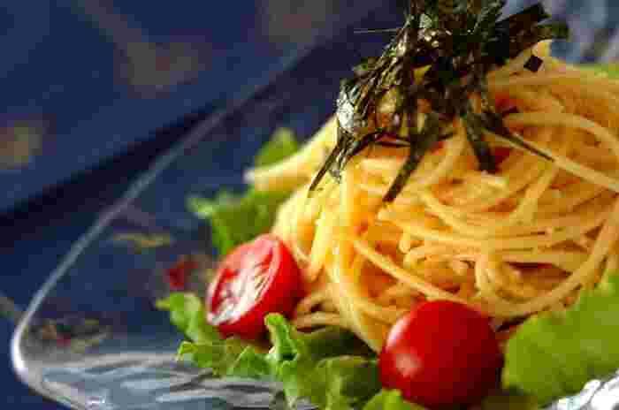 明太子も、スパゲティサラダのアレンジを増やしたいときに重宝します。ソースに加えた醤油・トッピングした焼きのりとの相性もぴったり!明太子の味が効いて、外さないスパゲティサラダが完成します。