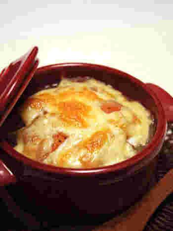 玉ねぎの甘みと、トマトの酸味。絶妙なコンビネーションが冴えるオニオングラタンスープ。彩りもきれいです。