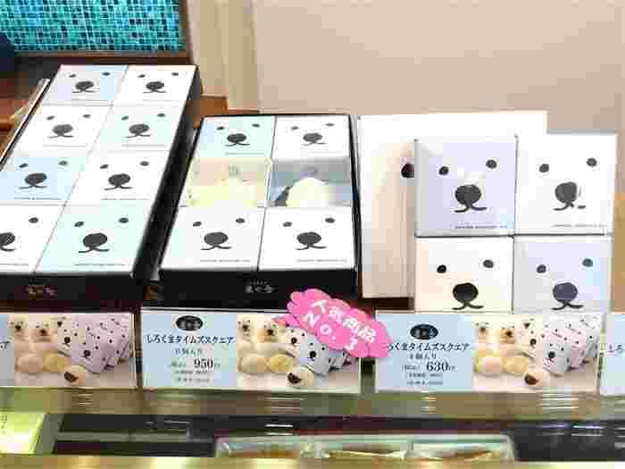 お土産や贈り物としておすすめなのが、札幌市円山動物園とコラボした「しろくまタイムズスクエア」。基本の形は「札幌タイムズスクエア」と同じですが、スポンジケーキの中にミルククリームとつぶあんが入っています。パッケージの可愛さもあって、一躍人気商品になりました。