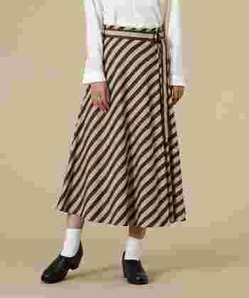 ワンピースに見えるストライプのスカートはセパレートなので、トップスとセットアップで着ても良し。別々に着ても良し。着回し力がある嬉しいアイテムです。