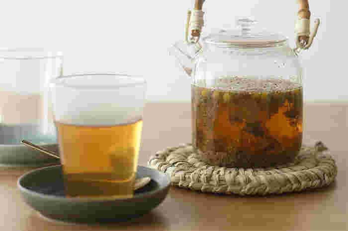季節や体の調子によって選べるハーブティーです。オーガニック栽培のハーブを植物療法士がオリジナルにブレンドして作りました。安らぎのお茶やお肌に良いお茶、廻りを良くしてくれるお茶など、女性に嬉しいブレンドです。