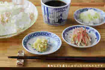 なにかと夏は大活躍する素麺。薬味をたくさん並べて♪こんな時も豆皿は大活躍!ちょっとお行儀は悪いですが…迷い箸を誘う素敵な食卓ですよね! 思わずおかわりしちゃいそうです。