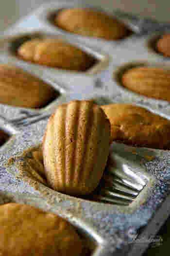 お菓子作りの楽しみの1つでもあるのが、焼き型などの道具集め。飾っておいてもかわいいお菓子の焼き型は、コレクターもいるくらいキュンとくるアイテムですよね。
