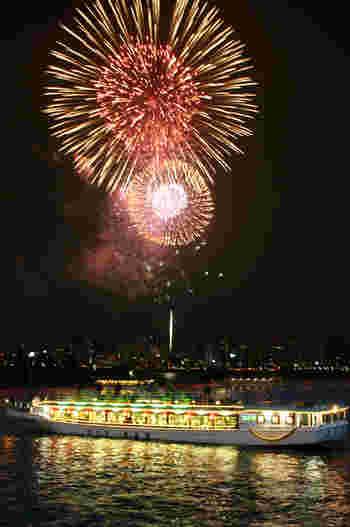 今年(2018)は、12月22日(土)にお台場レインボー花火を楽しめる屋形船も運行されるので、クリスマスディナーにもおすすめですよ。
