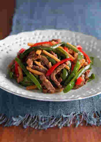 牡蠣の旨みとコクが詰まったオイスターソース。これを加えると本格的な味になるので、中華料理好きなら常備しておきたい調味料です。このオイスターだれは、他にもホイコーローや中華丼など色々な中華に活用できますよ。  こちらのレシピでは酢の代わりに同量分の酒を使用して、酸味を抑えたまろやかな味わいに。