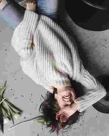 """""""Laugh a lot. It burns a lot of calories.""""  (大いに笑って。笑えば脂肪も燃える)  By Jessica Simpson  ジェシカ・シンプソンは米国の歌手。2009年には激太りしたことでメディアに騒がれましたが、それを逆手にとってのこの名言。 自分のゴシップをも笑いのネタにするジェシカの心の強さがうかがえます!"""
