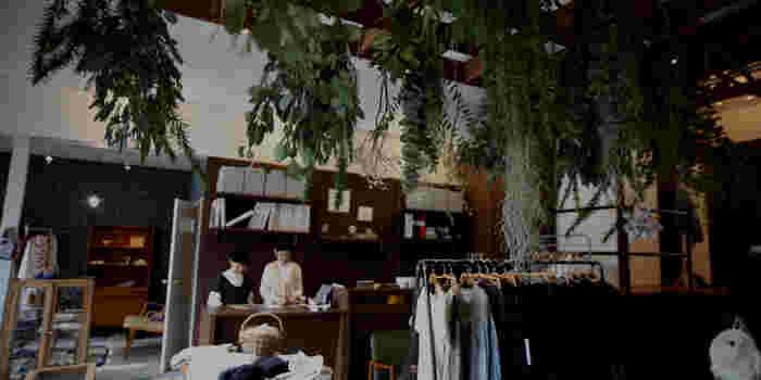ナチュラルでセンスのいいファッションアイテムを豊富に取り揃えているオンラインショップです。富山県にある実店舗3店の中の「kuukukka(クークッカ)」はミナ ペルホネンとパートナーシップを結んでいます。